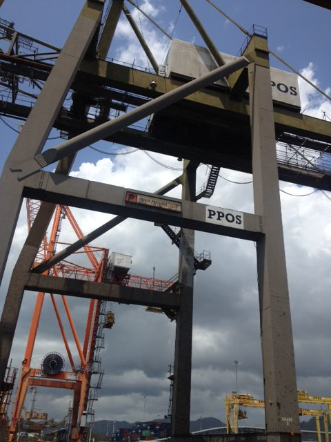 Ship to shore container crane